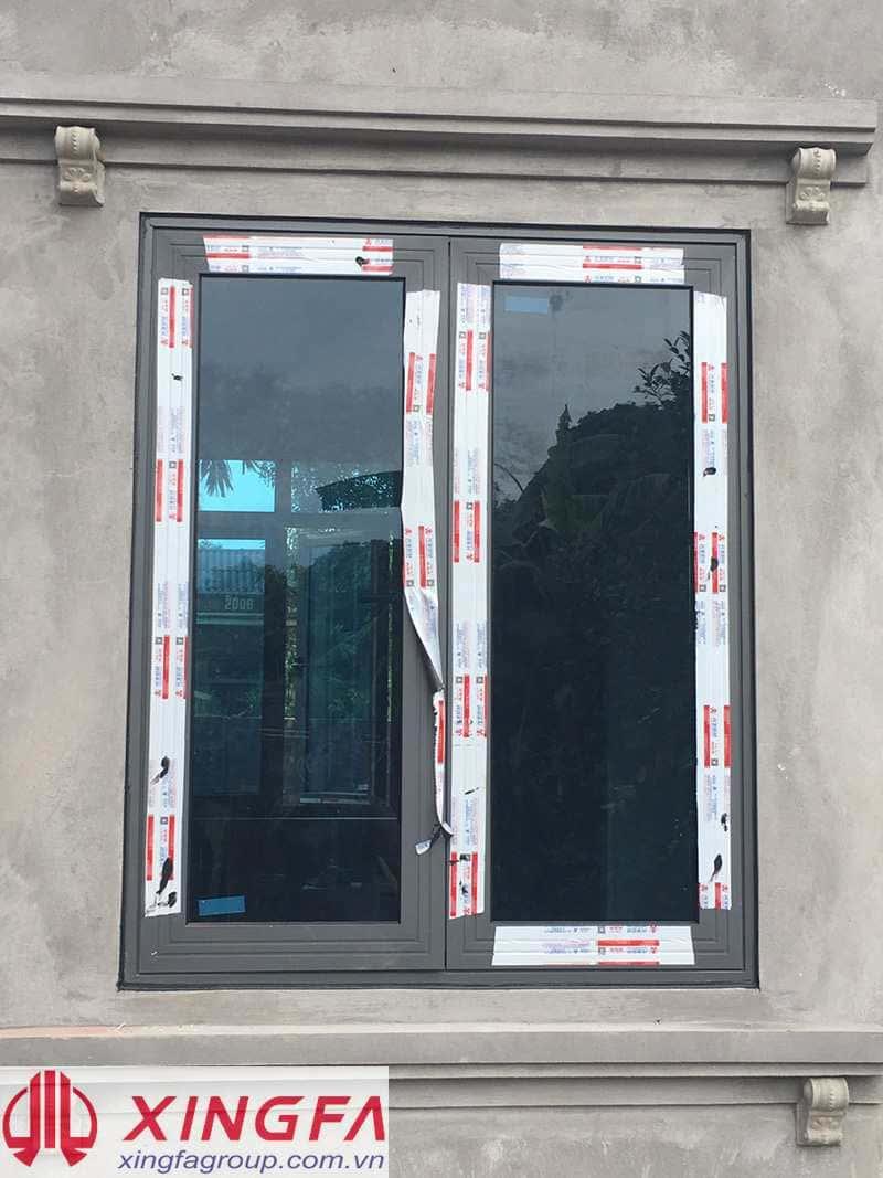Cửa sổ mở quay 2 cánh nhôm Xingfa màu ghi