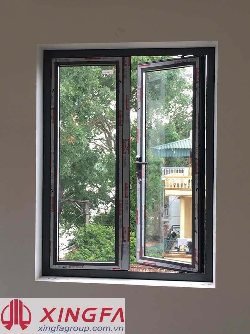 Cửa sổ mở quay 2 cánh nhôm Xingfa màu ghi lắp đặt tại Yên Mỹ