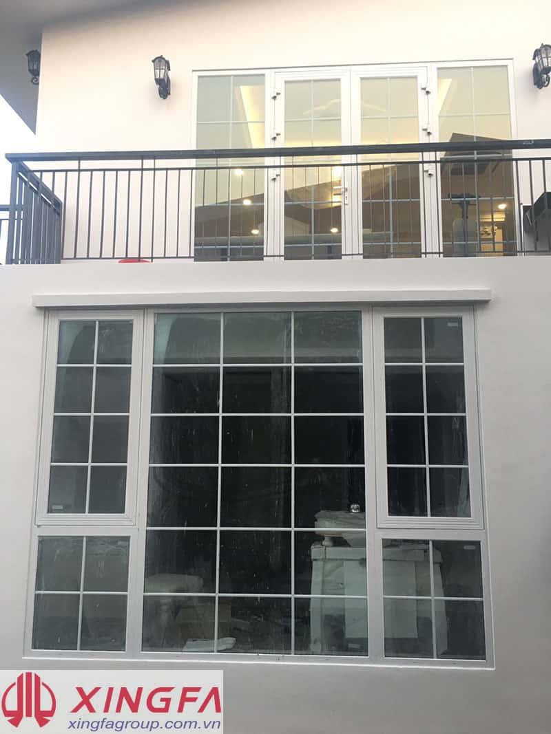 Cửa sổ mở hất kết hợp fix, nhôm xingfa màu trắng sứ, kính hộp temper 5+9+5