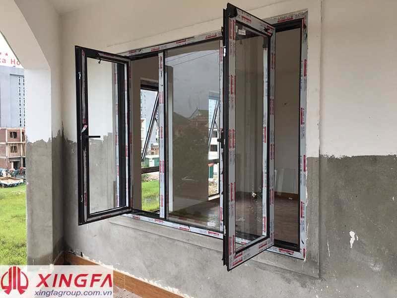 Cửa sổ mở quay nhôm Xingfa màu Cafe lắp đặt tại TP Vinh,Nghệ An