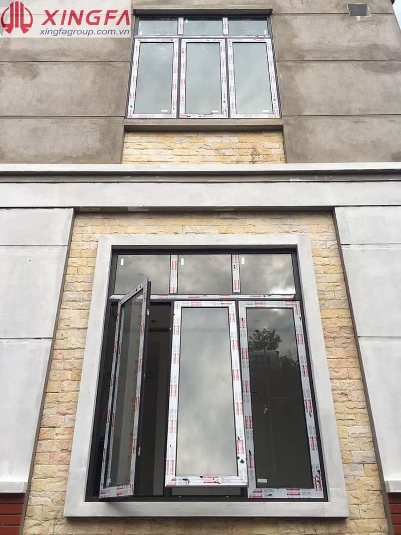 Cửa sổ 3 cánh mở quay, mở hất nhôm xingfa tem đỏ