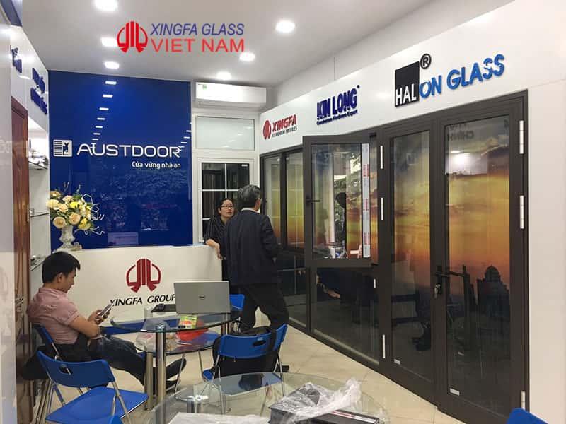 Tư vấn khách hàng lựa chọn cửa nhôm Xingfa tại