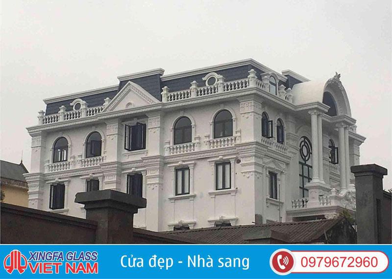 Biệt Thự Kiến Trúc Tân Cổ Điển Với Thiết Kế Cửa Nhôm Xingfa Uốn Vòm Cong Do Xingfa Glass Thi Công