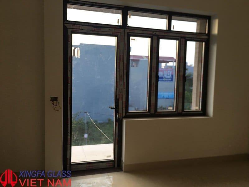 Cửa đi mở quay kết hợp cửa sổ mở quay