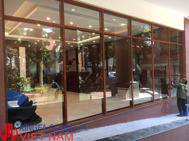 Hệ vách kính mặt dựng Xingfa 65x110 màu vân gỗ