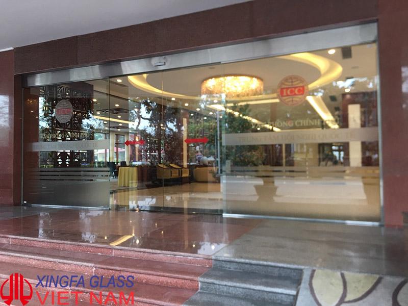 Hoàn thiện lắp đặt hệ thống cửa tự động tại sảnh chính của trung tâm hôi nghị quốc tế