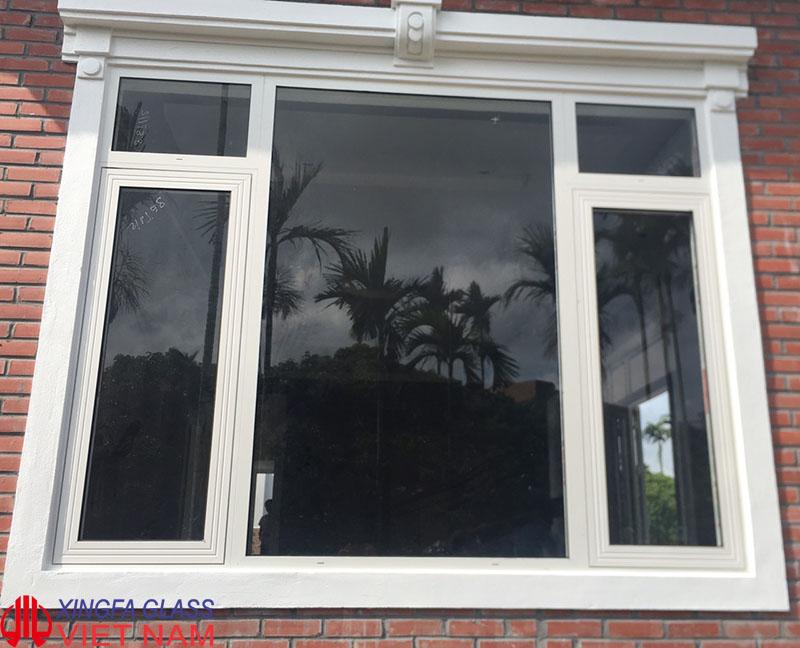 Cửa sổ mở hất hai cánh kết hợp vách cố định