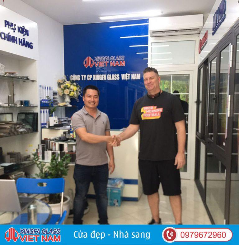 Khách hàng Gốc Mỹ lựa chọn cửa nhôm Roto tại Showroom Xingfa Glass JSC 1