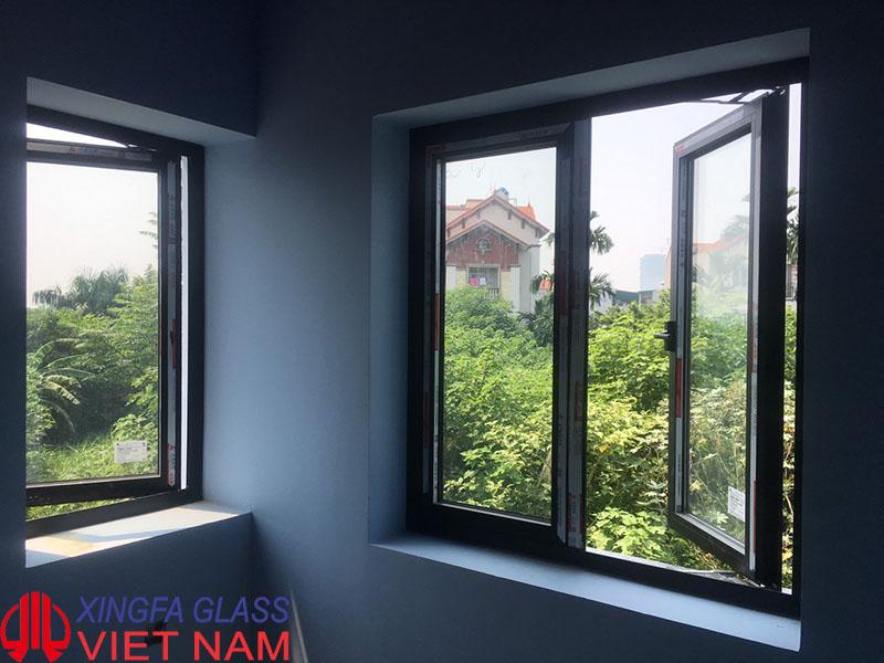 cửa sổ 2 cánh nhôm xingfa màu đen