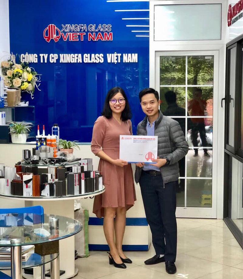 KHÁCH HÀNG KÝ KẾT HỢP ĐỒNG TẠI SHOWROOM XINGFA GLASS VIỆT NAM - Cửa nhôm Xingfa Hà Nội ở đâu chính hãng?
