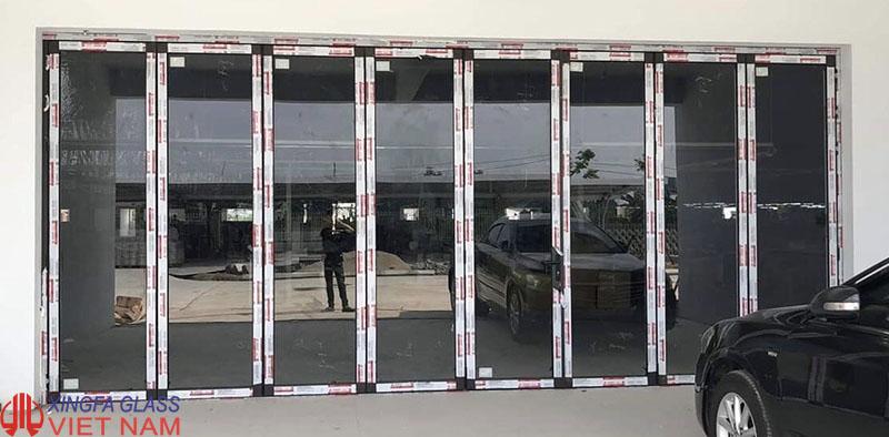 Cửa mở xếp gấp 8 cánh kiểu 5 3 nhôm xingfa hệ 63