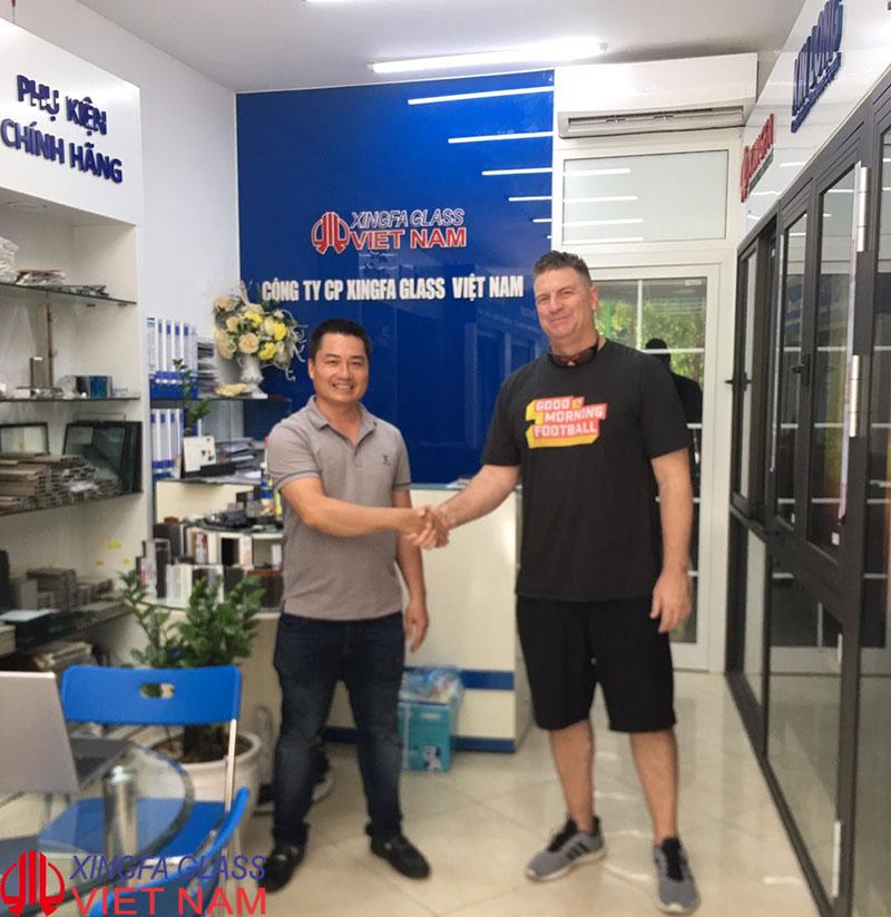 Khách hàng nguwoif Mỹ lựa chọn cửa nhôm Xingfa tai Showroom Xingfa Glass JSC