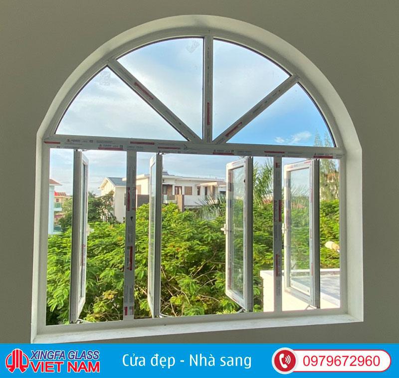 Cửa sổ mở quay 4 cánh kết hợp vòm cong phía trên