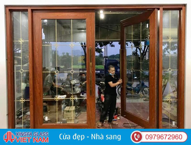 Cửa Nhôm Thủy Lực Màu Vân Gỗ Kính Hoa Đồng