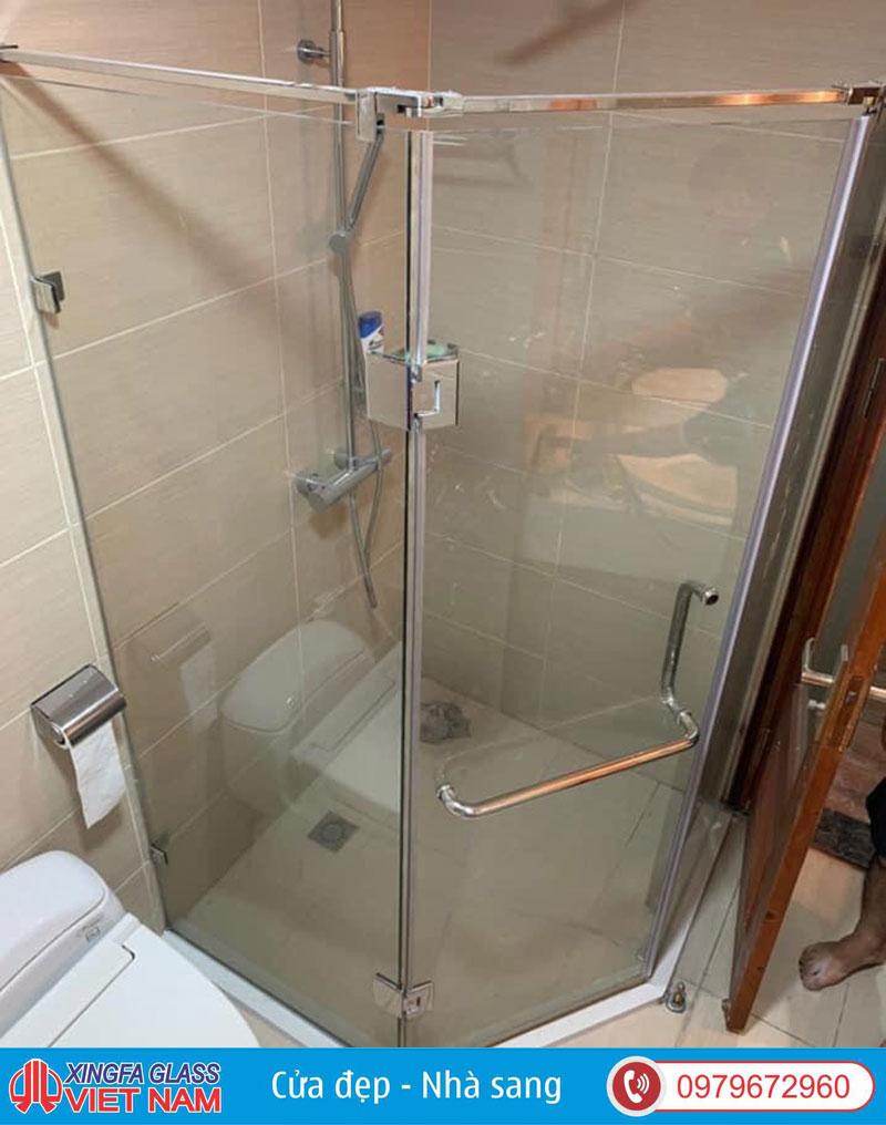 Vách Kính Phòng Tắm Kiểu 3 Tấm Vát