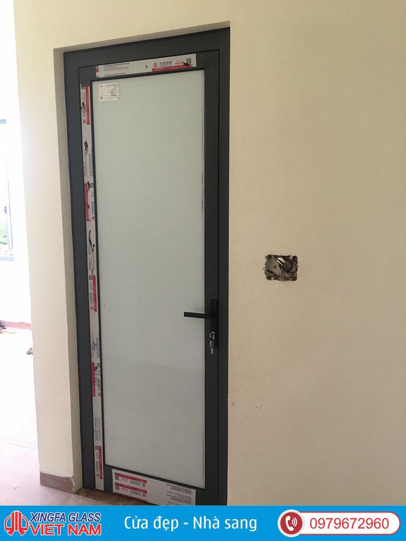 Cửa Đi Nhà WC Sử Dụng Kính Mờ 8.38mm